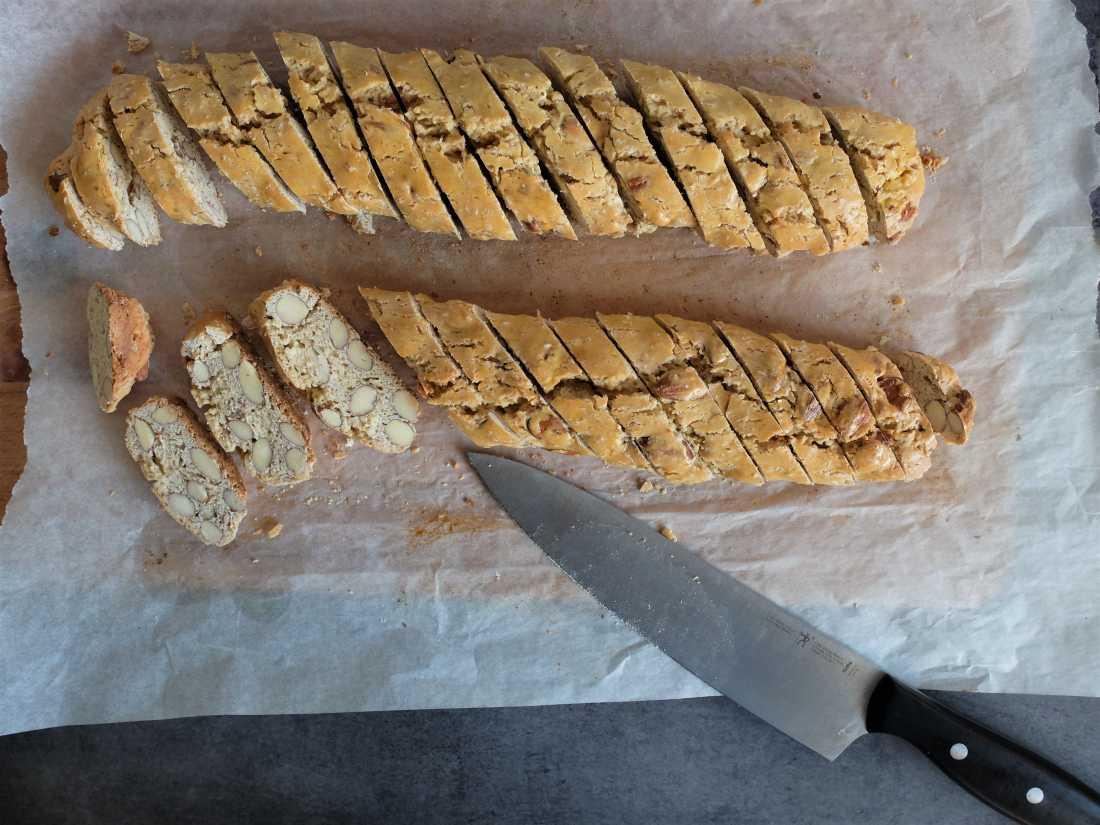 Une fois découpés, on remet au four les biscotti pour dix minutes.