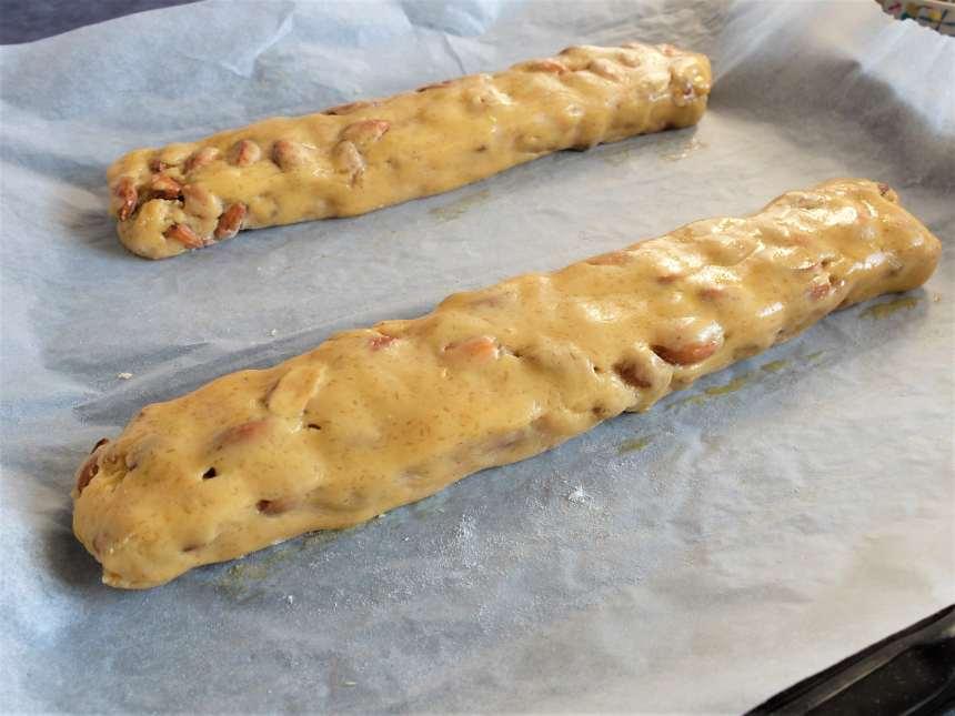Avant d'enforuner, on forme deux boudins de pâte