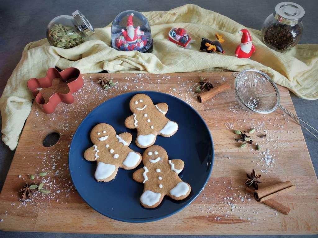 Ambiance de Noël avec les gingerbread décorés au sucre glace.