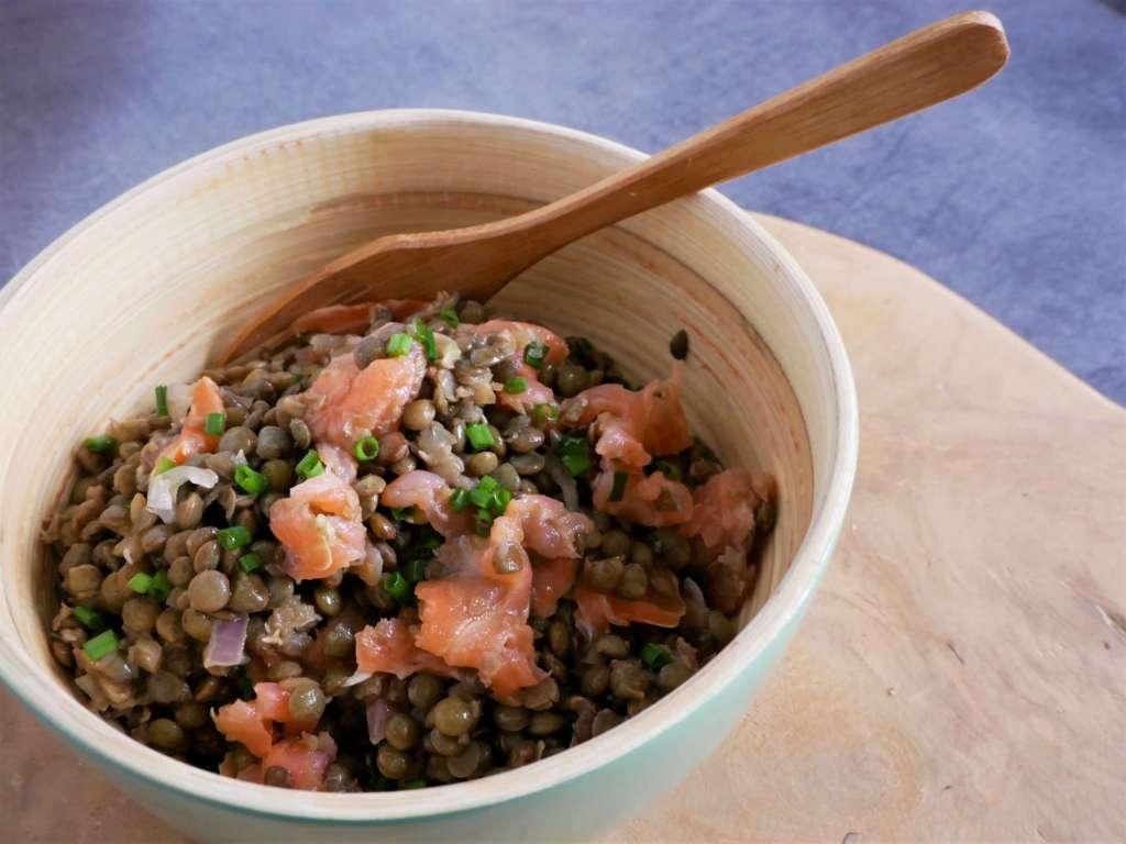 Une bonne salade de lentilles croquantes, c'est frais, nutritif, savoureux et plein de vitamines et de minéraux.