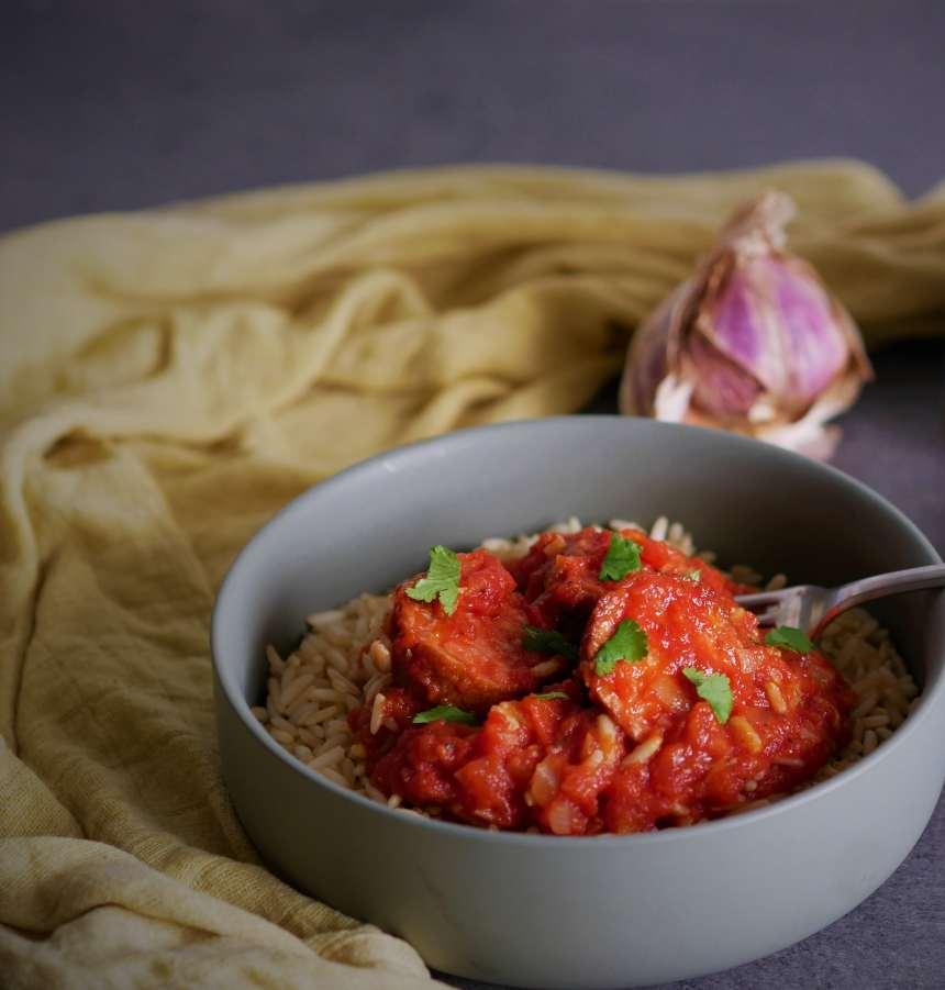 Le rougail saucisse est un plat typique de LA Réunion et de l'île Maurice.