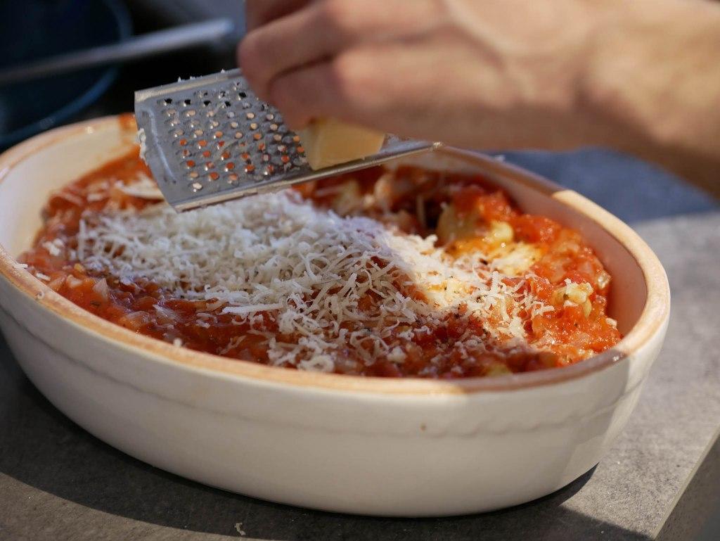 Gnocchi alla sorrentina : sauce tomate, mozarella, parmesan et basilic