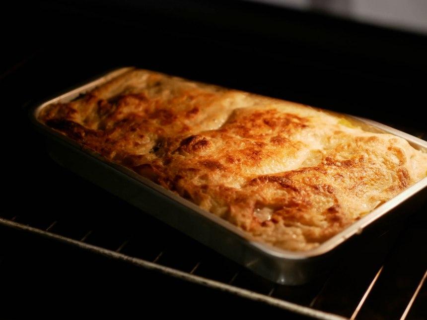Lasagnes gratinées sortant du four