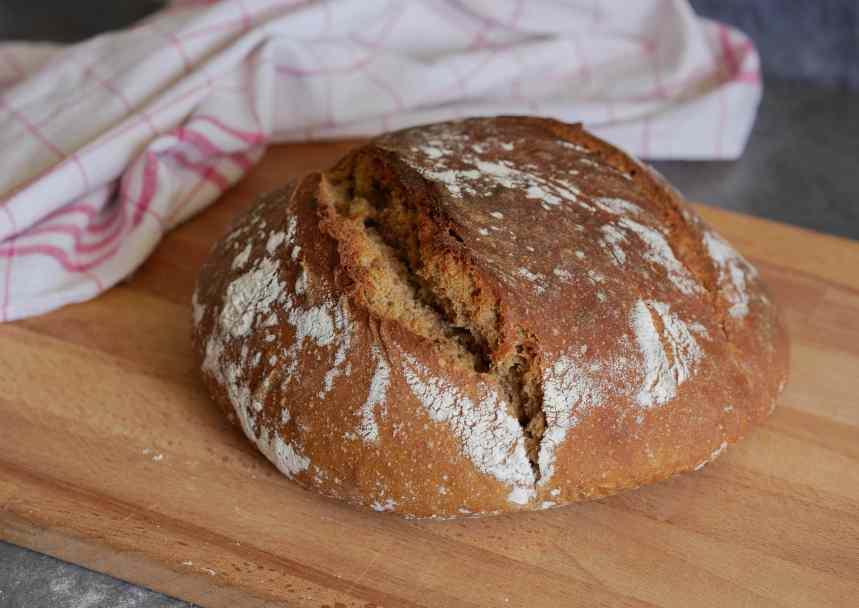 Le pain sorti du four avec sa belle croûte