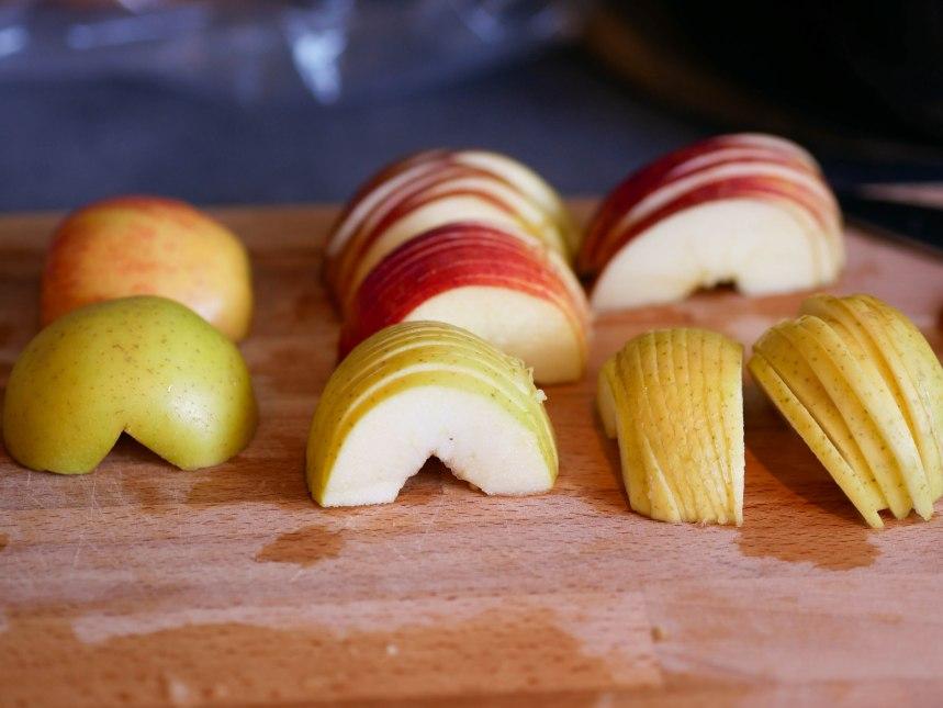 Moitié de pommes découpées finement