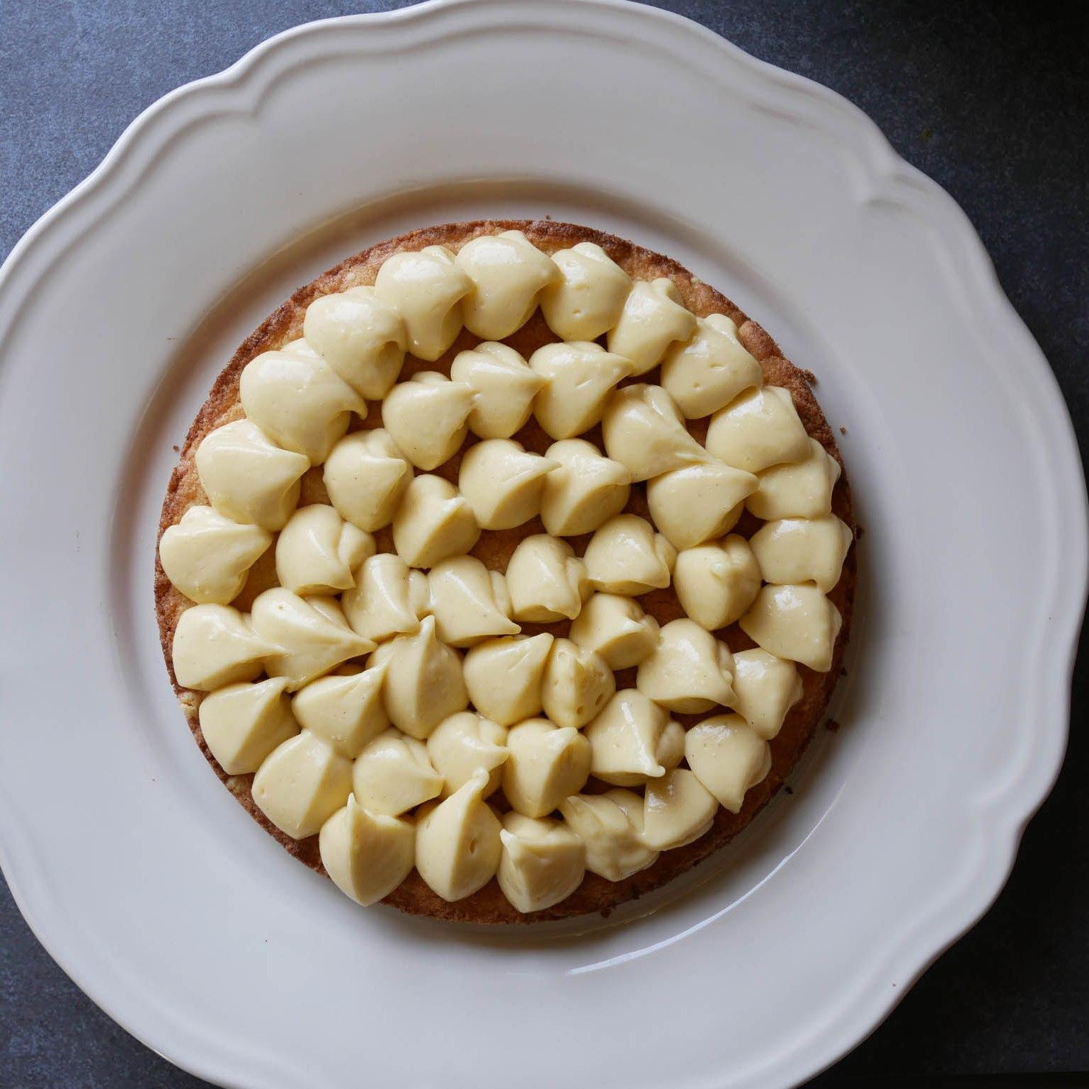 Crème pâtissière couchée sur le sablé breton