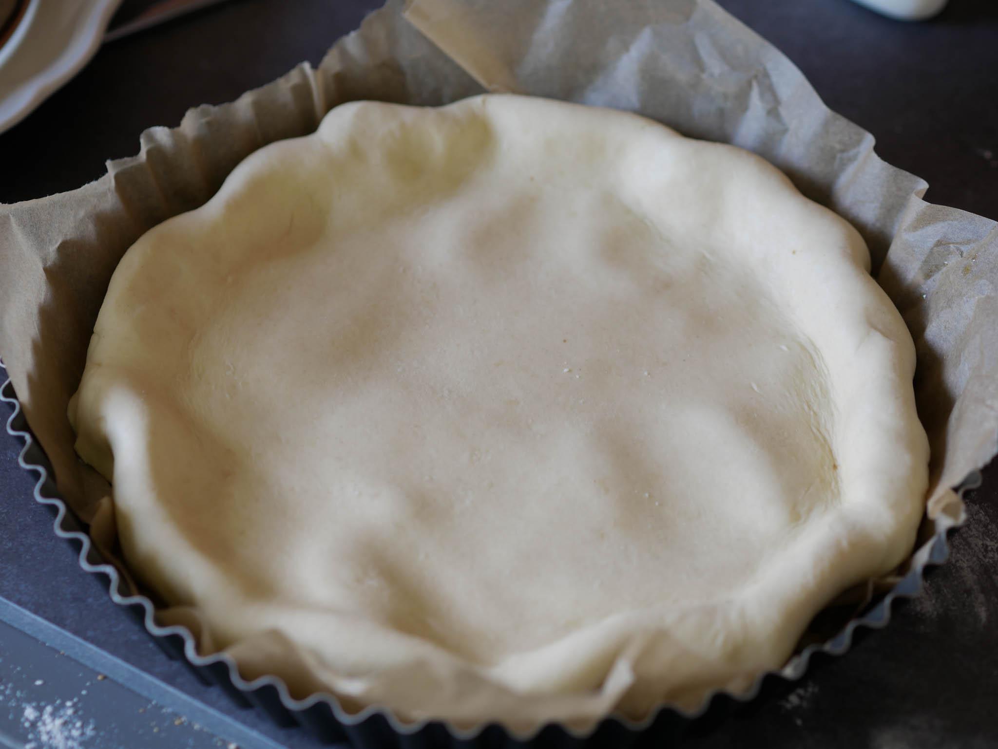 Rabattez les bords de la tarte à l'intérieur