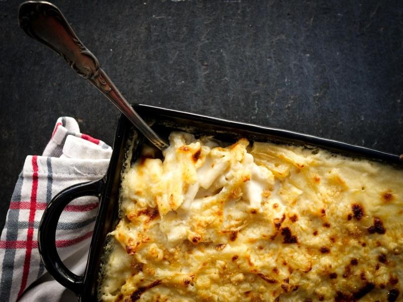 gros plan sur un plat de Mac and cheese