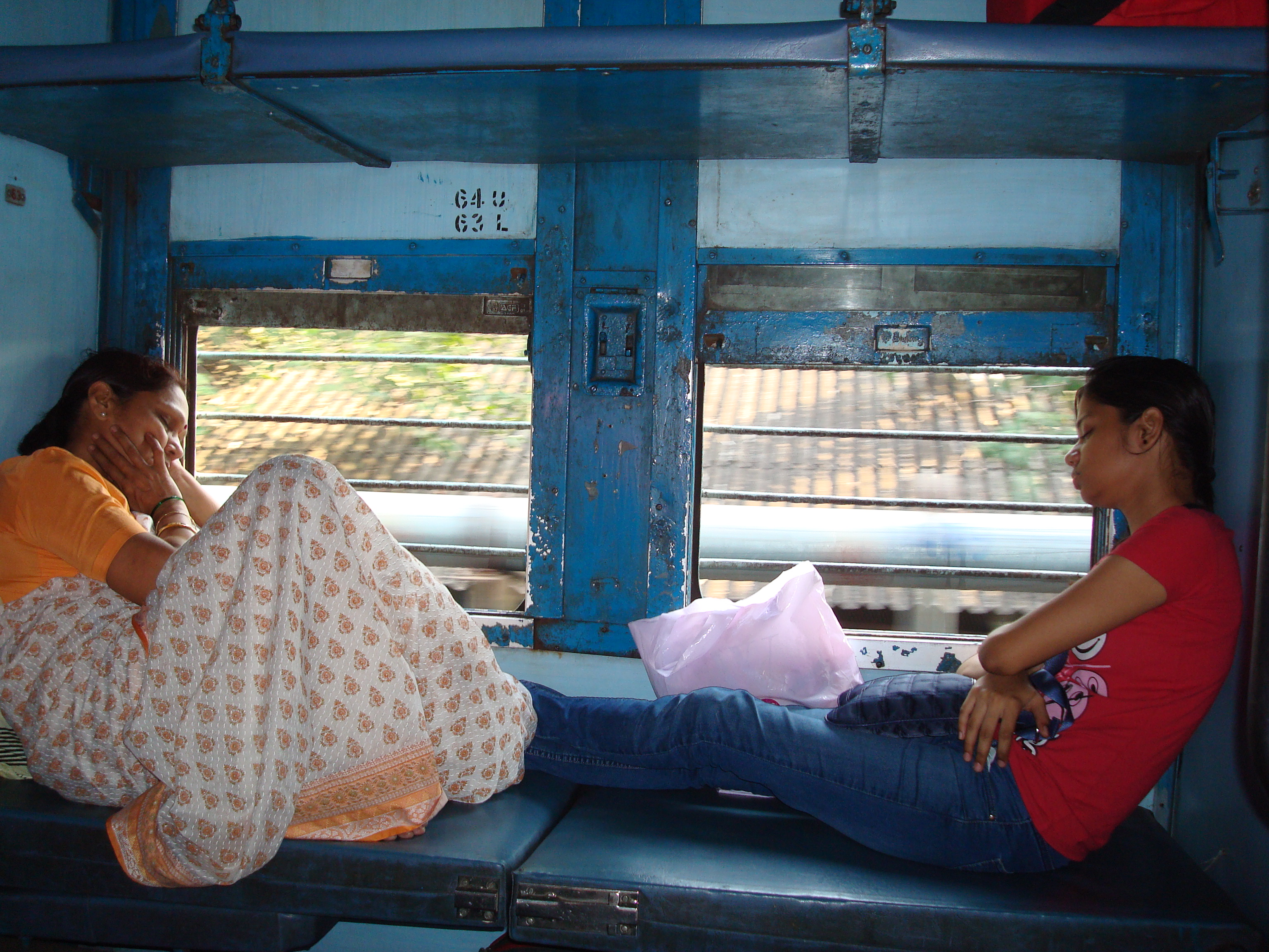 Les trajets en train en Inde réservent toujours beaucoup de surprises, les Indiens sont très curieux, ils osent aller à la rencontre des touristes et l'anglais facilite les conversations.