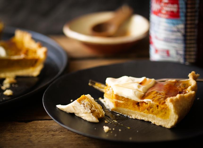 Une bonne part de tarte à la citrouille, de la crème fouettée, du sirop d'érable, il est où le bonheur ? Bah là !
