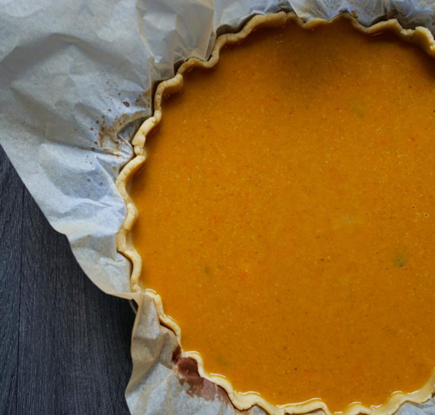 La pumpkin pie prête à être enfournée